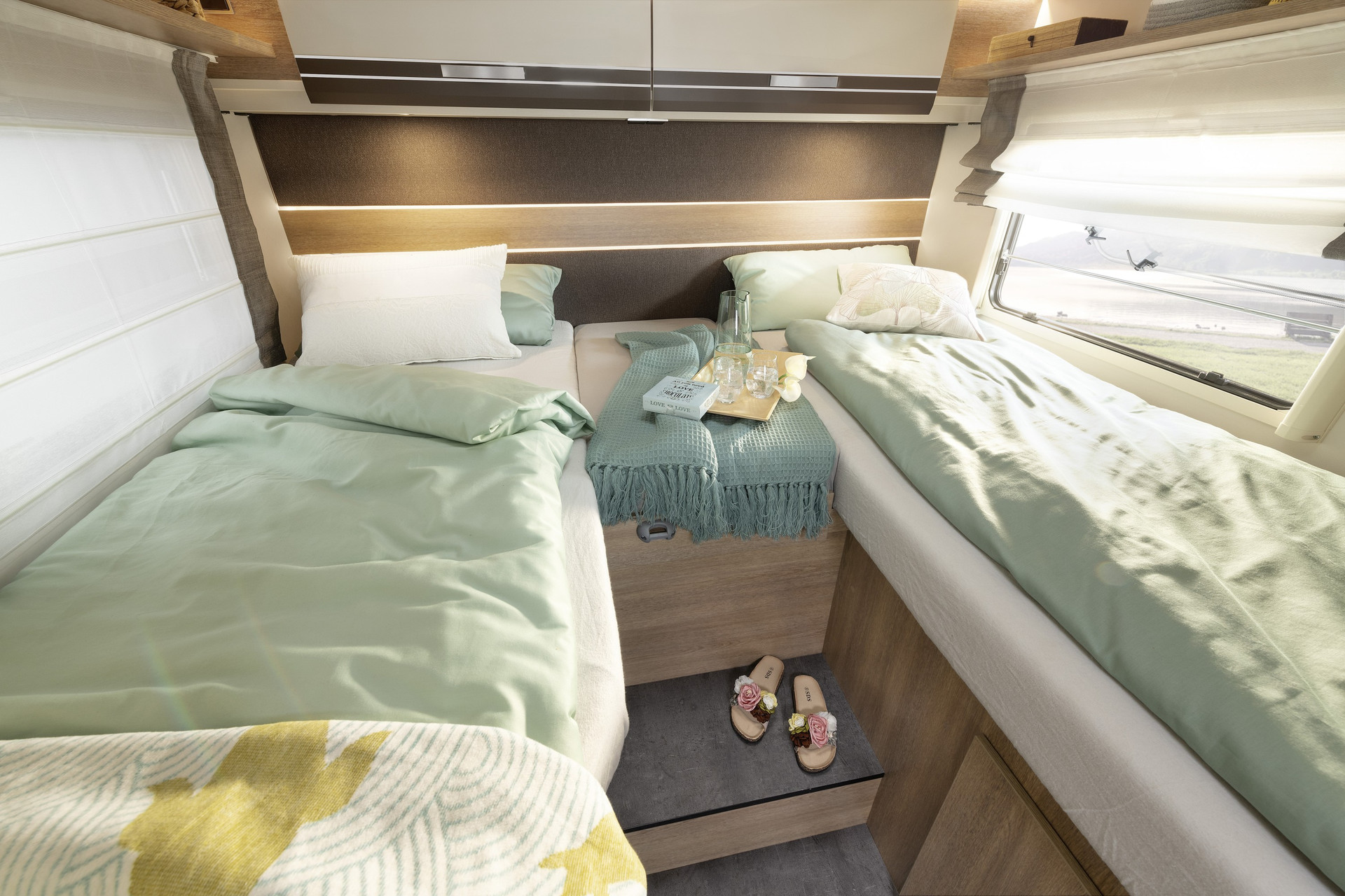 Looking for comfortable single beds with a total length of less than 7 m? You will find them already on board the Dethleffs Globeline – as well as an exceptionally generous sense of space • T 6613 | La Rocca