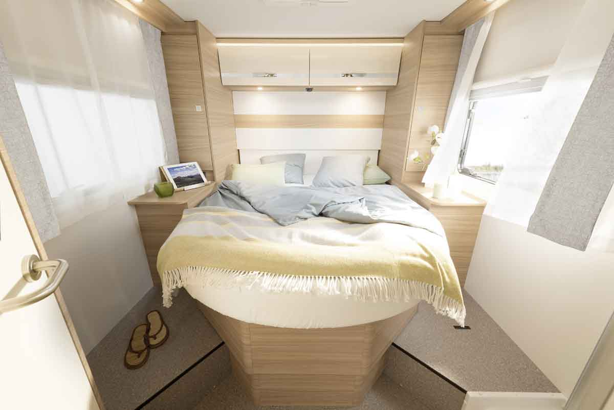 Height-adjustable! The height of the large double bed with comfortable access from three sides can be adjusted depending on the required cargo capacity • T / I 7 | Atomic
