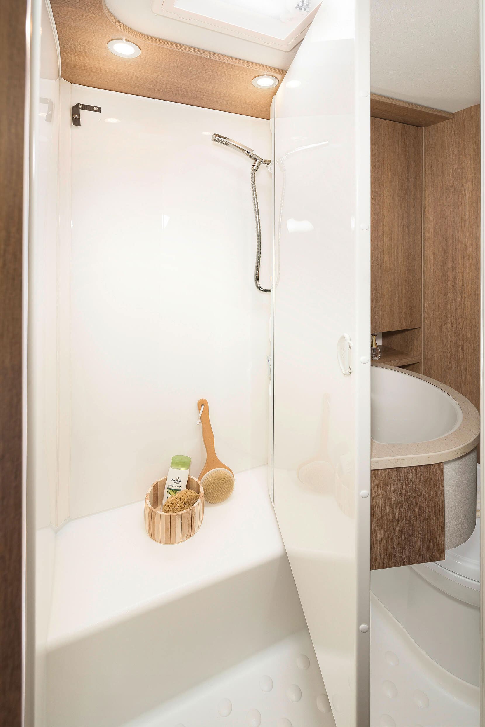Vario bathroom with rotating wall to separate the shower cabin or washroom • A 5887 & A 6977