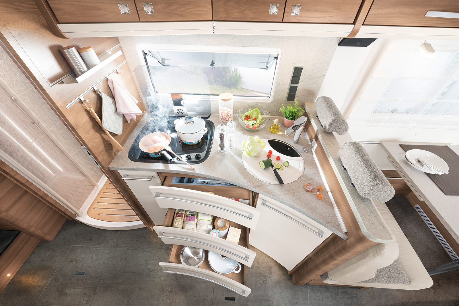 Big motorhome, big cooking fun! So much space and elbow room is offered by the Dethleffs premium class – and all that in befitting exclusive design